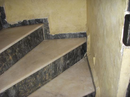 Apricot Hotel: Stairway