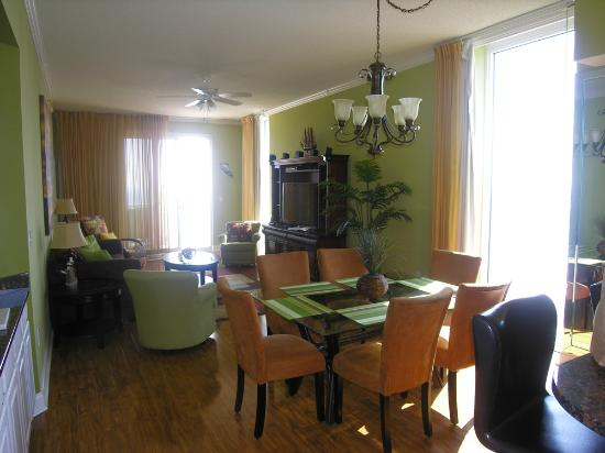 Palacio Condominiums: Dining and Great Room looking toward balcony