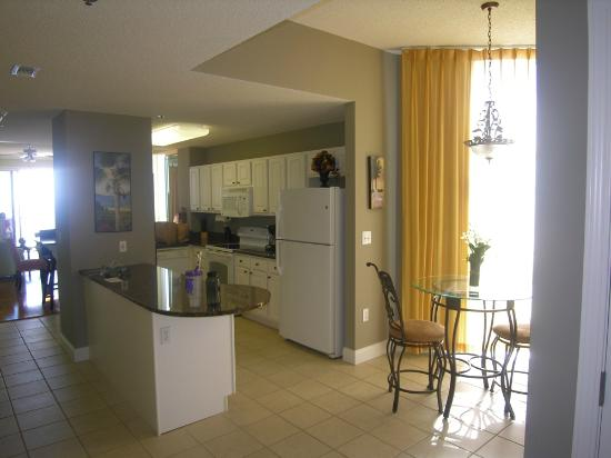 Palacio Condominiums: View of kitchen and breakfast nook from entrance