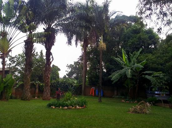 Banda Inns: An oasis in Kampala! Beautiful backyard!
