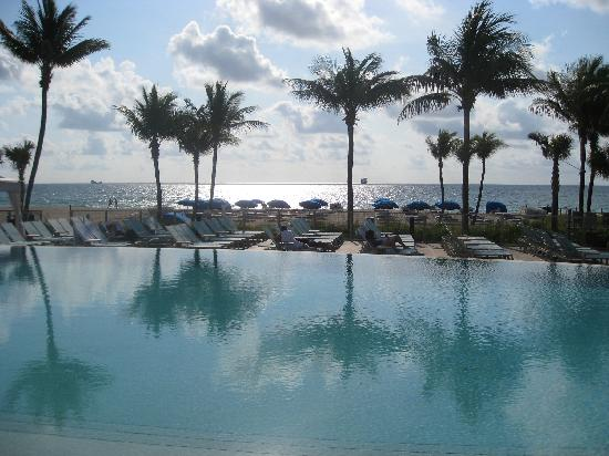 Sheraton Fort Lauderdale Beach Hotel: This is the infinity pool I mention