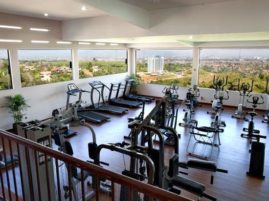 The Valley Resort Hotel: Fitness center