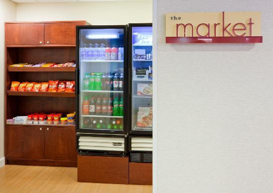 SpringHill Suites Mayo Clinic Area/St. Mary&#39;s: Shop the market for snacks and convenience items