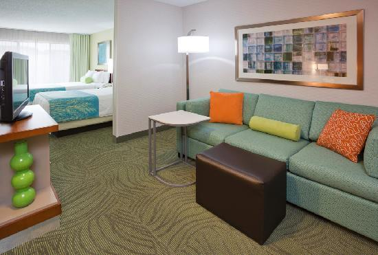 SpringHill Suites Mayo Clinic Area/St. Mary&#39;s: Space for everyone in a suite with two queen beds
