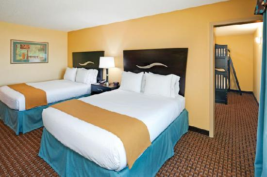 Holiday Inn Express Hotel & Suites Somerset Central: Family Suite w/ Bunk Bed