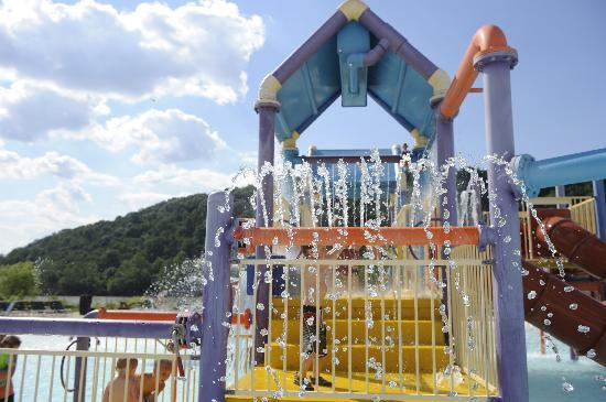 Any hotels with small indoor waterparks in Pitt area ...