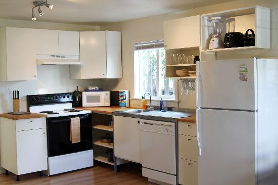 Hood River Suites: Kitchen