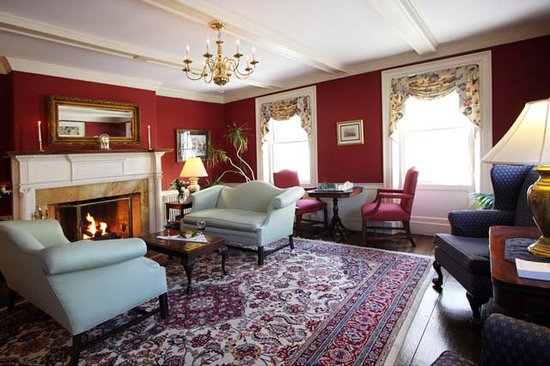 Harbor Light Inn: Main Parlor