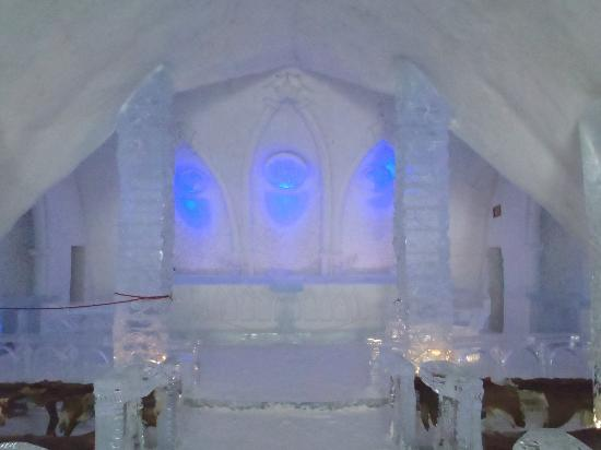 Hotel de Glace: Chapel altar