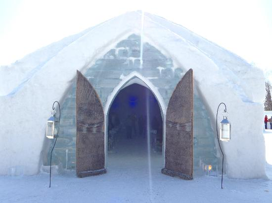 Hotel de Glace: Entrance to the Chapel