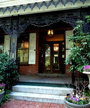 Faunbrook Bed & Breakfast: Main Entrance