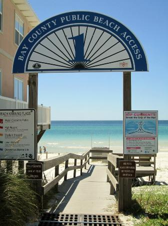 Panama City Beach RV Resort: Beach access accross Thomas Drive.