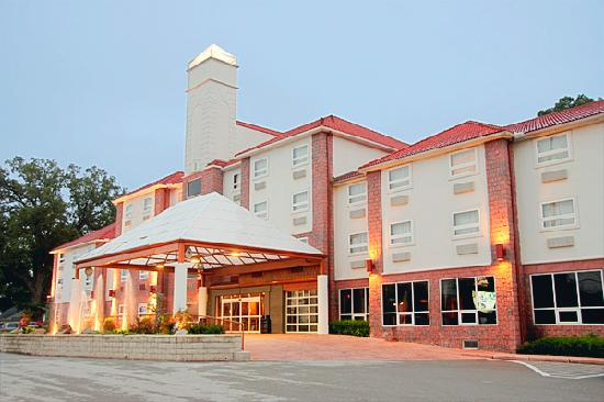 Photo of BEST WESTERN PLUS Sandusky Hotel & Suites