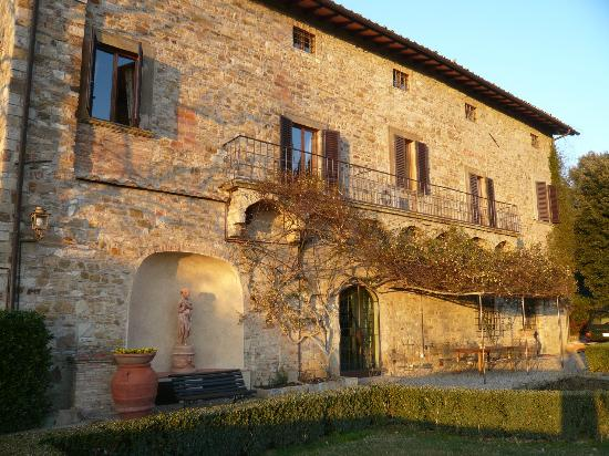 La Canonica di Cortine: The main building with multiple apartments (for groups)