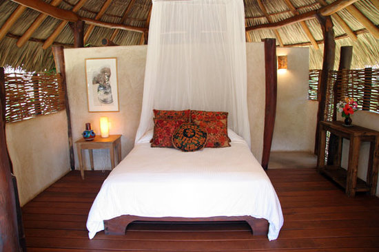 Present Moment Retreat: Private Ocean View Bungalows