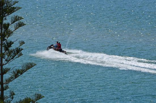Moorings Beach Resort: Water Sports On The Passage!