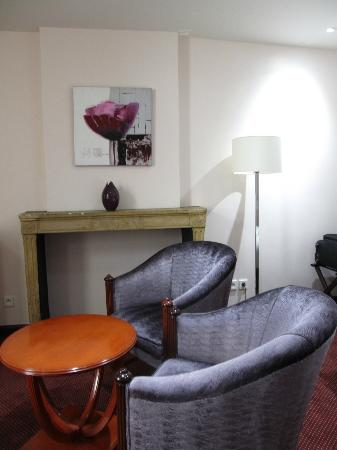 Le Phenix Hotel: room 112