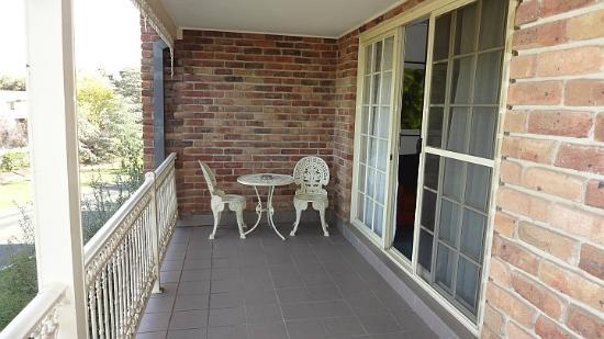 Medina Serviced Apartments Canberra: Covered balcony