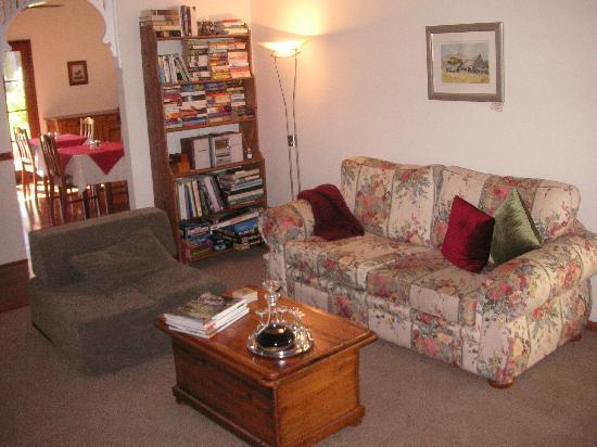 Rosedale Bed & Breakfast: Lounge room
