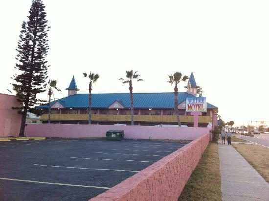 Fawlty Towers Resort Motel: fawlty hotel cocoa beach