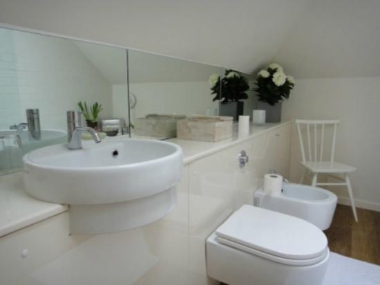 Chiswick B&B: The Bathroom