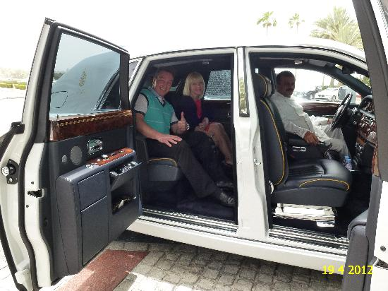 Burj Al Arab Jumeirah: TRANSFER WITH A WHITE ROLLS ROYCE TO OUR NEXT HOTEL, JUST PERFECT CAR FOR PERFECT HOTEL.