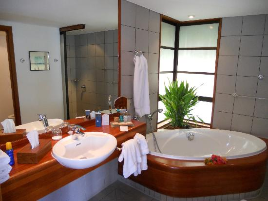 Faa&#39;a, French Polynesia: salle de bain du bungalow lotus