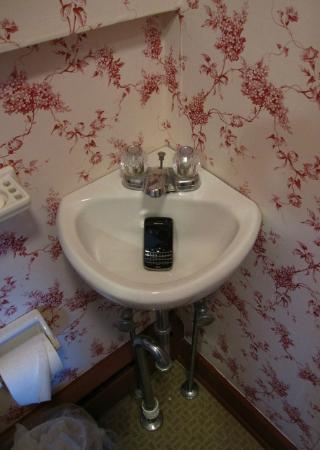 Robert Morris Inn: The micro-sink (w/ BB for perspective) that will foil your face-washing attempts.