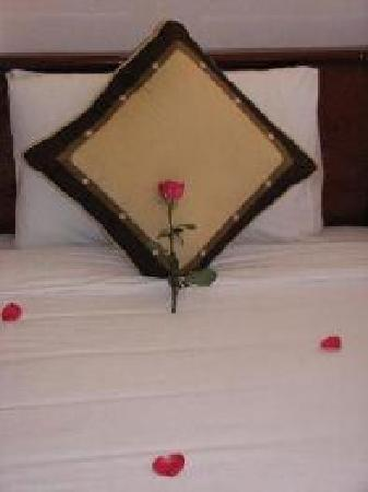 Holiday Diamond Hotel: double bed