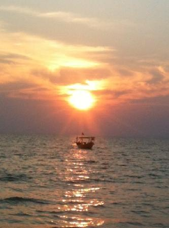 Wish You Were Here... Guesthouse & Bar Otres Beach, Cambodia: sunset at otres