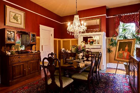 Noble Manor Bed and Breakfast: Awaken your taste buds in our dining room