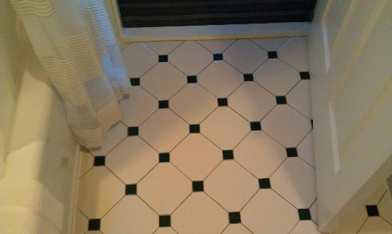 HYATT house Boston/Burlington: Bathroom floor tiles.