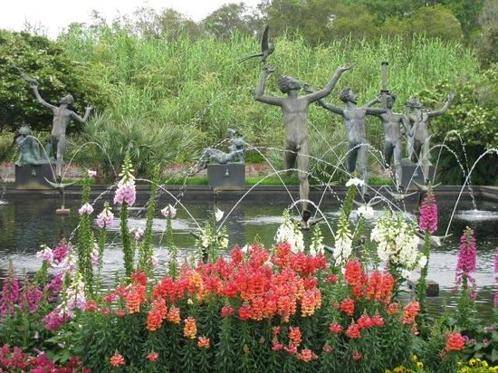 Murrells Inlet, SC: fountain and flowers
