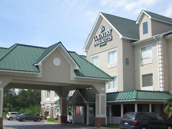 Country Inn & Suites By Carlson: The front of the Country Inn & Suites, Albany, GA