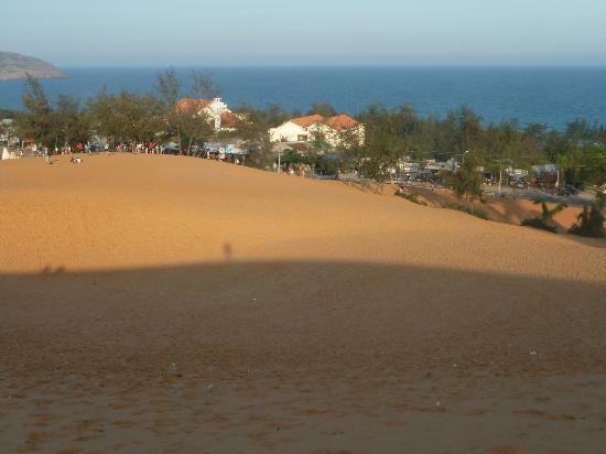 SUNSEA RESORT: attraction nearby: red sand dune