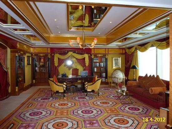 Royal suite of burj al arab 25th floor 780 sqm for Burj khalifa room rates per night