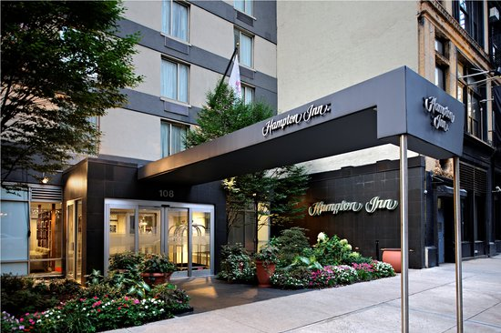 Hampton Inn Manhattan Chelsea: Entrance