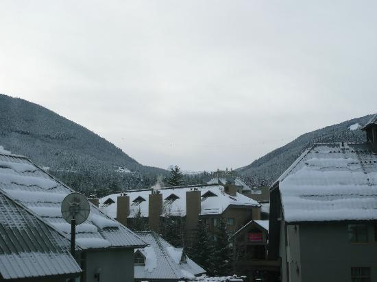 Holiday Inn Whistler Village Center: View from our room - both mountains and the Peak to Peak Gondola