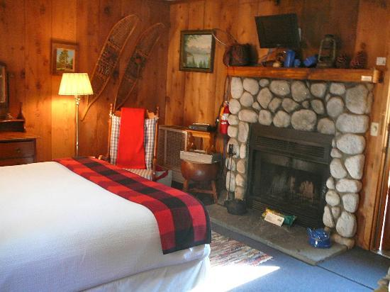 Strawberry Creek Inn: San Jacinto room