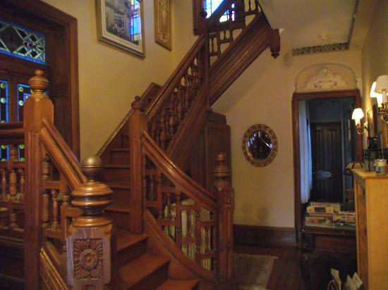 Beauclaire's Bed and Breakfast: Staircase
