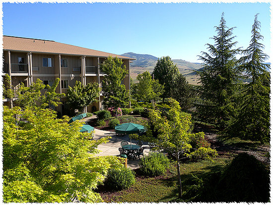 Ashland Hills Hotel: Welcome to Village Suites at Ashland Hills, Ashland, OR