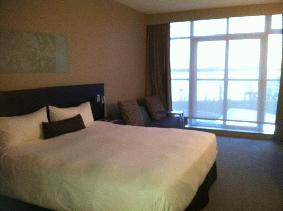 The Sidney Pier Hotel & Spa: Nice Modern Open Bedroom