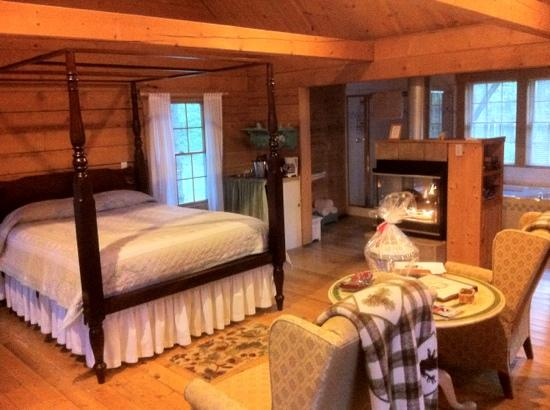 Murphin Ridge Inn: Our cabin. Very cozy.