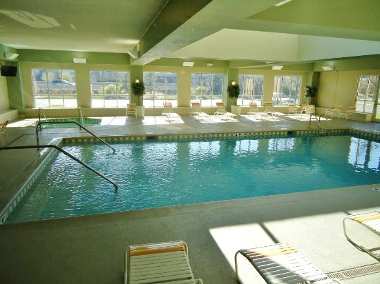 La Quinta Inn &amp; Suites Chicago North Shore: Pool
