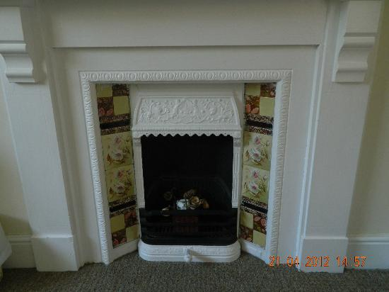 Rylstone Mere Bed and Breakfast: Victorian fireplace in the bedroom