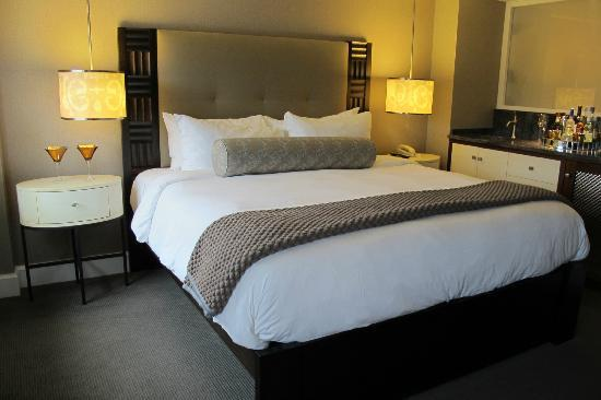 Forty 1 North Marina Resort: our lovely king bed