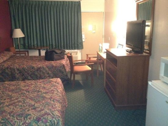 Econo Lodge University: fridge microwave flat screen tv good wifi... but bad beds!