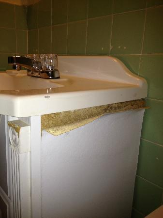 Inn at Tamarind Court: sink