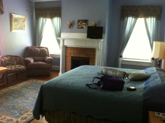Simply Divine Bed and Breakfast: The blue room