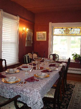The Victorian Inn: Our Dining Room